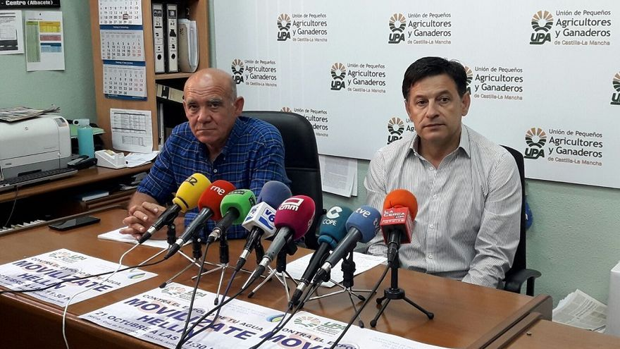 Rueda de prensa para anunicar la movilización del próximo sábado 21 de octubre en defensa del agua.
