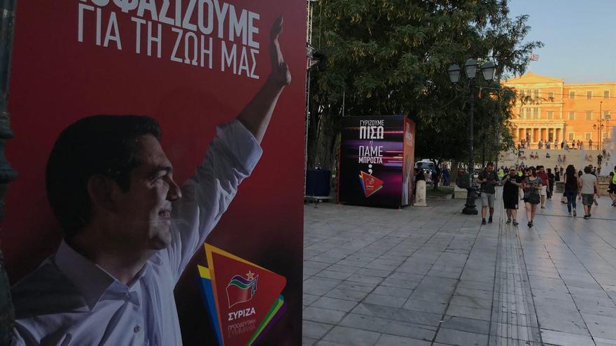 Cartel de Tsipras en la carpa de Syriza en la plaza de Syntagma, 4 de julio de 2019.