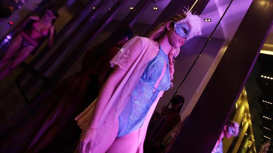 Desfile de lencería da inicio a Expo Sexualidad en Chile