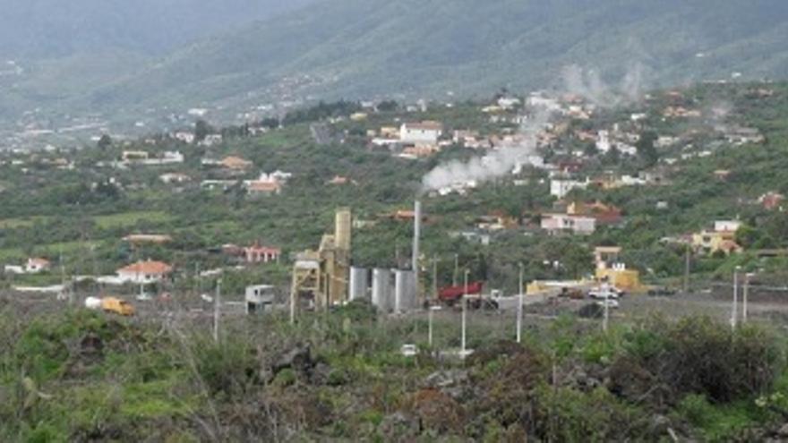 La planta de aglomerado asfático se encuentra en pleno Valle de Aridane.