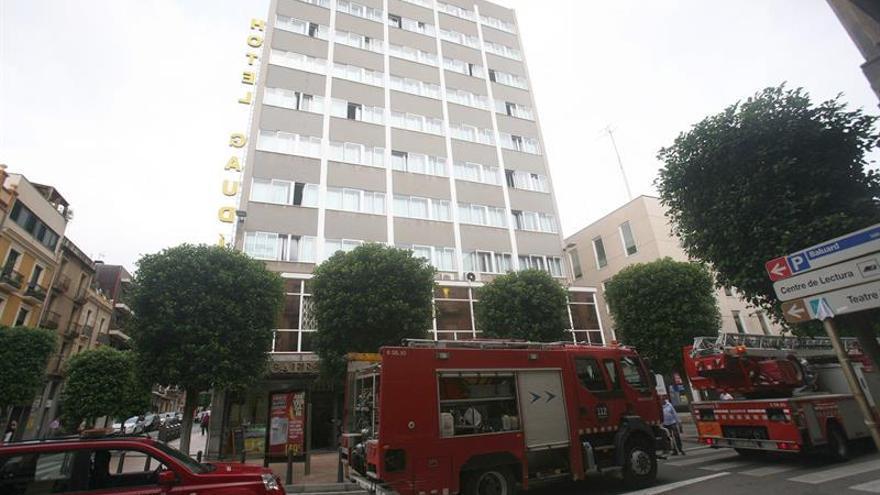 Una freidora causa un incendio en un hotel que aloja a policías nacionales en Tarragona