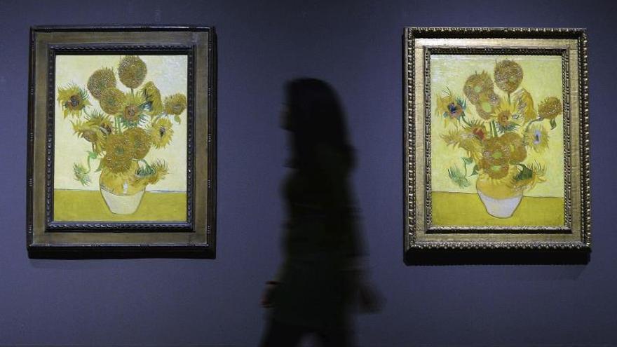 """Dos versiones de """"Los girasoles"""" de Van Gogh, juntos en la National Gallery"""