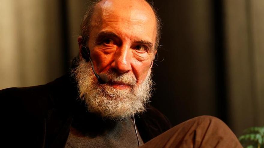 El poeta chileno Raúl Zurita gana el premio José Donoso 2017