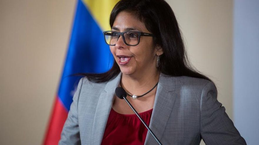 La canciller venezolana asiste a la reunión del Mercosur en medio de la polémica