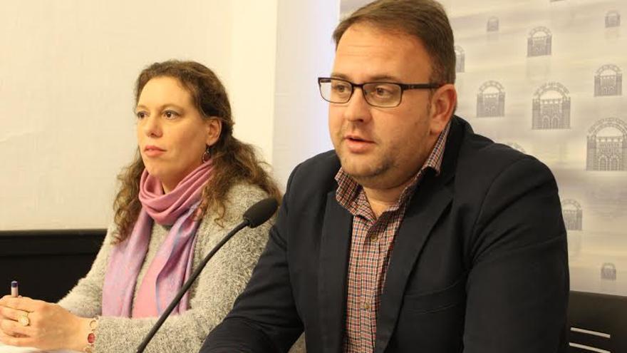 Antonio Rodríguez Osuna, alcalde de Mérida, y su portavoz municipal Carmen Yáñez