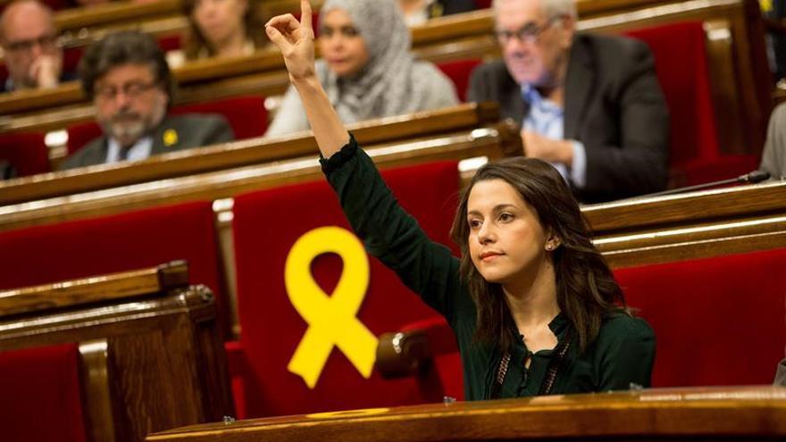 Arrimadas critica que Rajoy aún no haya recurrido la delegación de voto