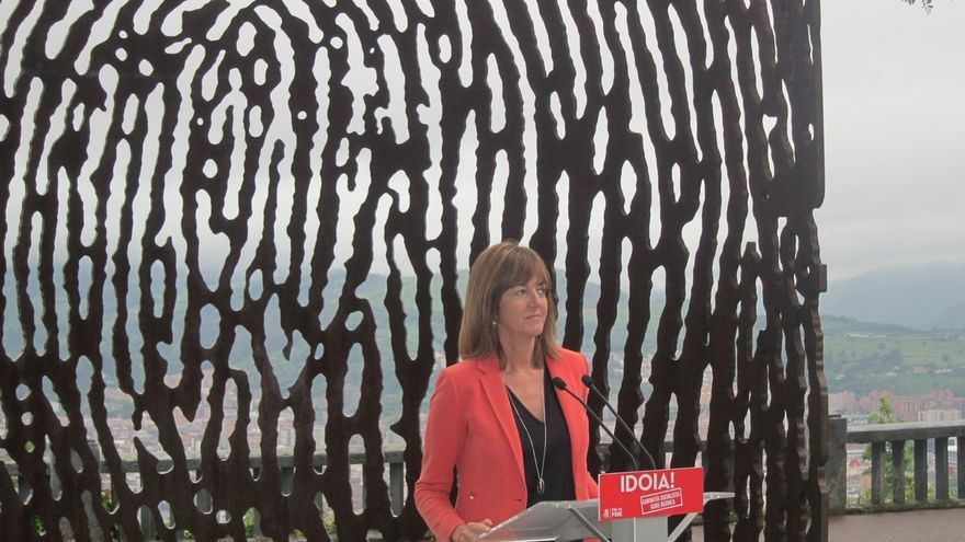 """Mendia dice que """"todas las víctimas del terrorismo tienen gran significado político"""" porque murieron por la democracia"""