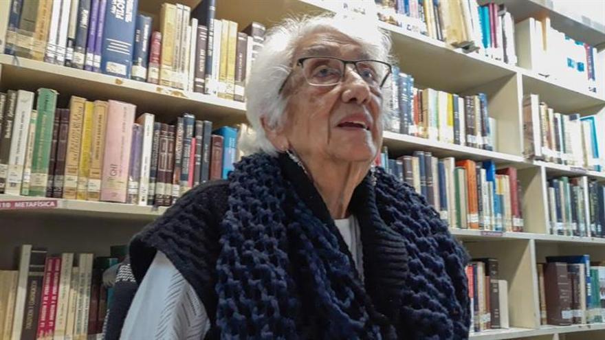 Dolores Castro: La familia y la poesía dan sentido a mi vida