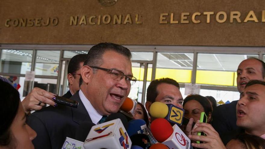 """Piden a expresidentes evitar que se configure """"golpe de Estado"""" en Venezuela"""