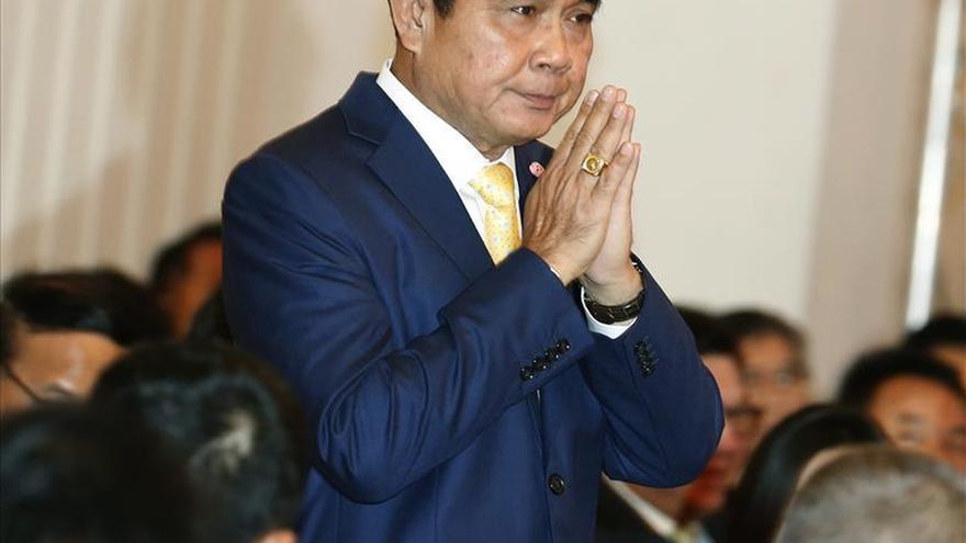 El primer ministro de Tailandia defiende su Gobierno y rechaza las críticas