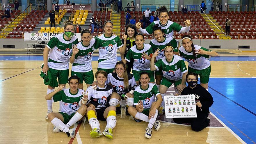 Las jugadoras del Deportivo Córdoba celebran el triunfo.
