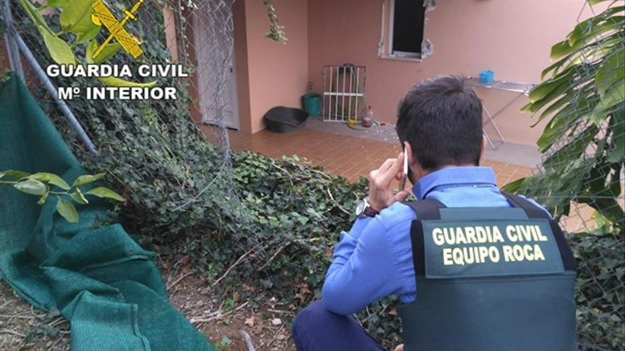 Un miembro de los llamados 'equipos Roca' de la Guardia Civil
