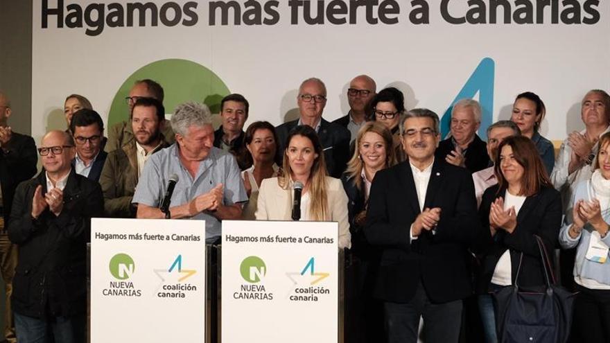 Los dos primeros candidatos de la alianza nacionalista Coalición Canaria-Nueva Canarias por Las Palmas, Pedro Quevedo y María Fernández.
