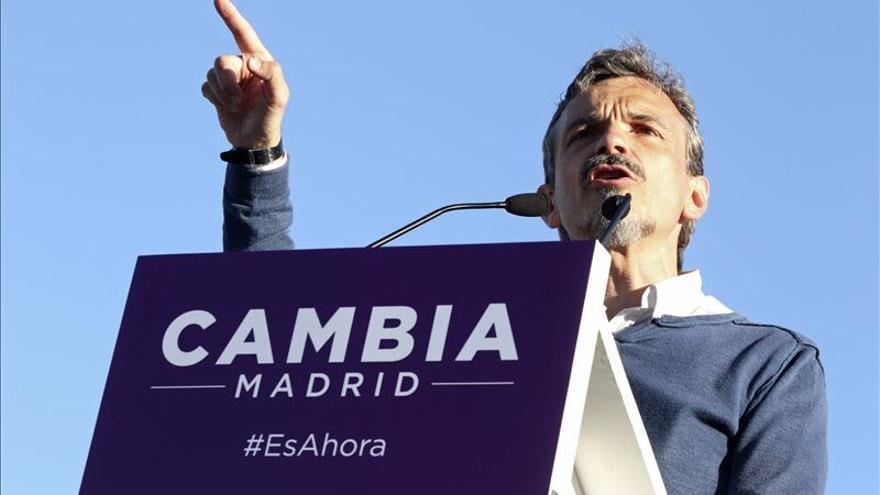 """López (Podemos) dice que el plan de Aguirre se debe al interés de """"un grupo de empresarios"""""""