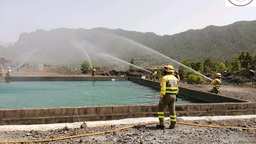 Los equipos de extinción de La Caldera se entrenan en tendidos hidráulicos y apertura de líneas de defensa
