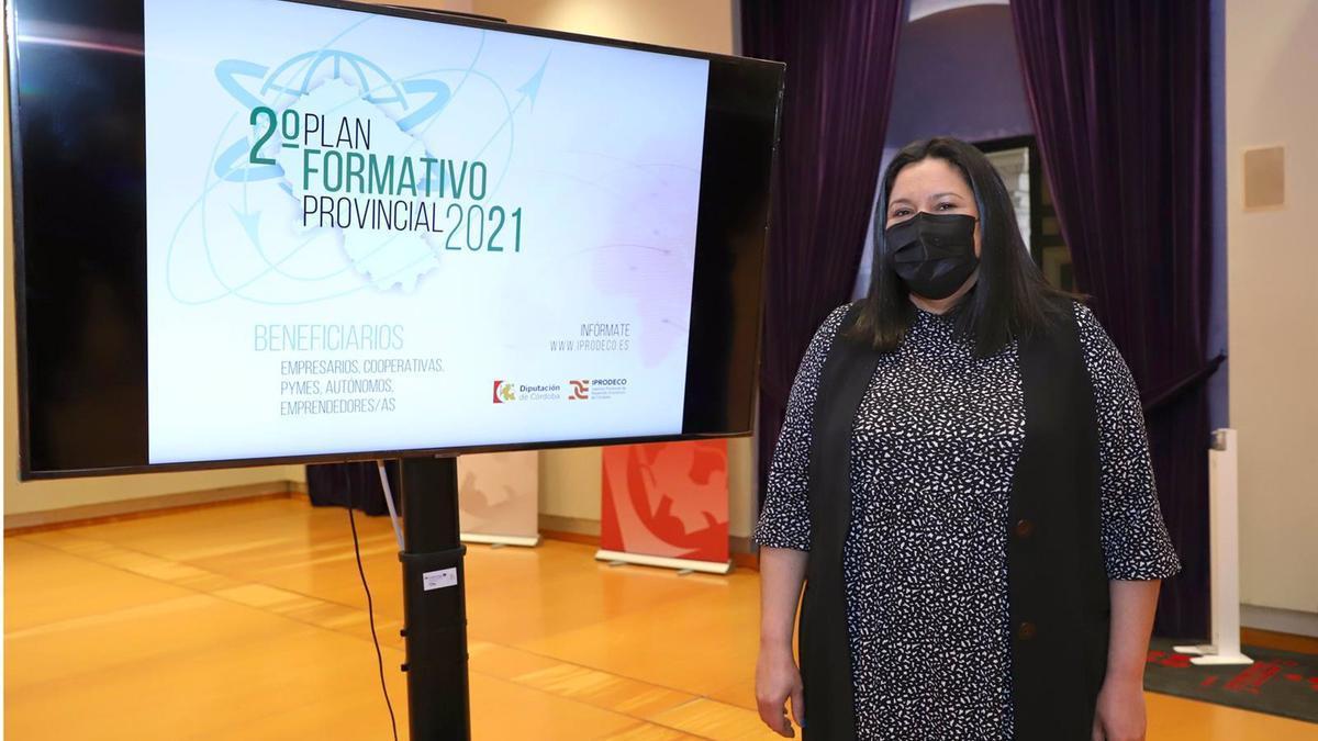 La presidenta de Iprodeco, Dolores Amo, presenta el II Plan Formativo Provincial 2021.