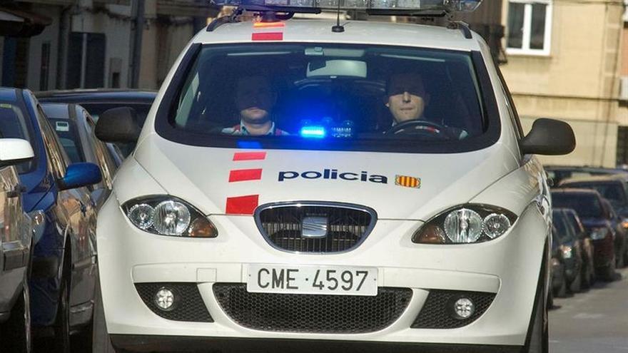 Detienen a un conductor por ir de Sitges a Castelldefels en sentido contrario