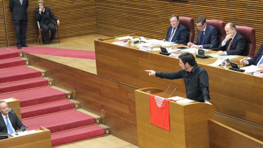 El diputado de EU Ignacio Blanco interpela al President Fabra en Les Corts