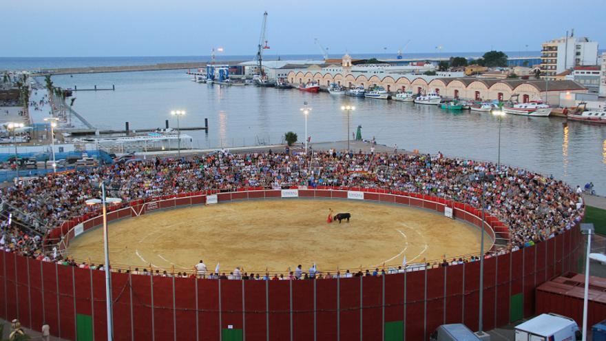Las corridas se organizaban en una plaza de toros portátil