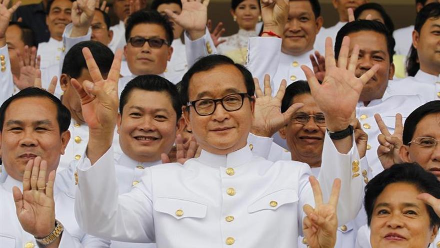 Camboya refuerza la seguridad en su frontera ante el regreso de un líder opositor