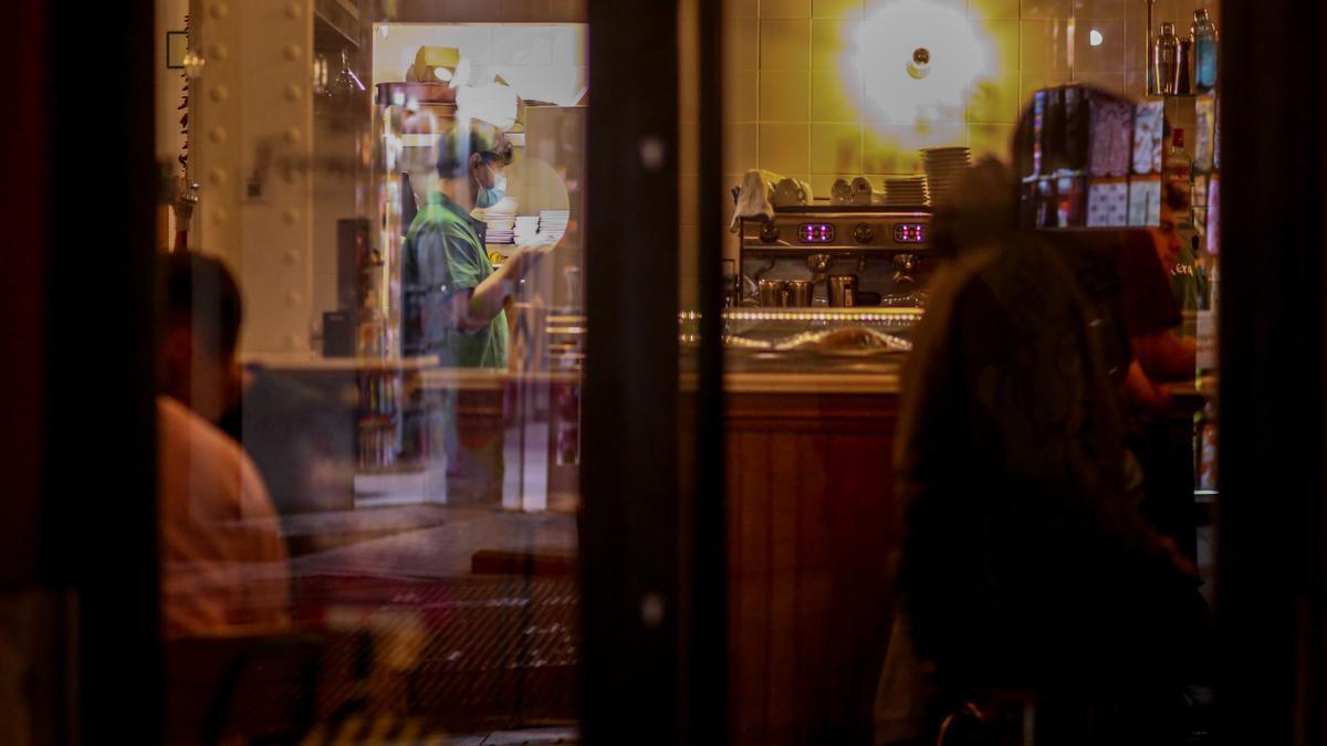 Interior de un bar.