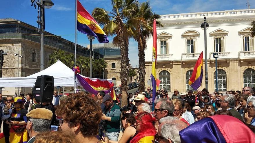 Acto de homenaje en el aniversario de la II República en el puerto de Cartagena