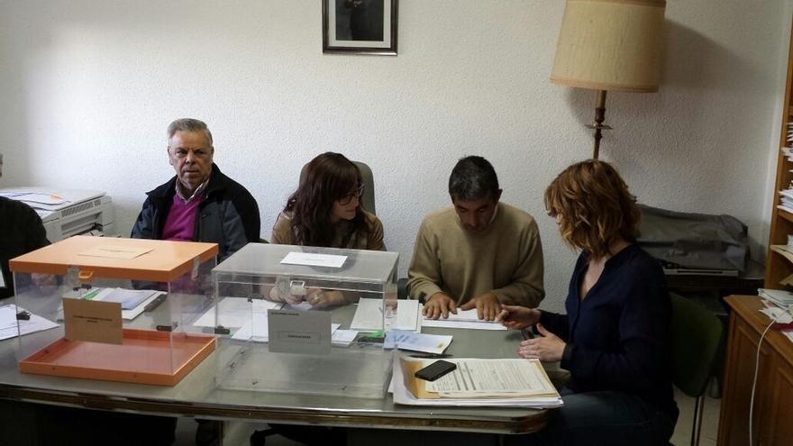 La localidad de Villarroya (La Rioja) cierra las urnas a las 9,02 minutos
