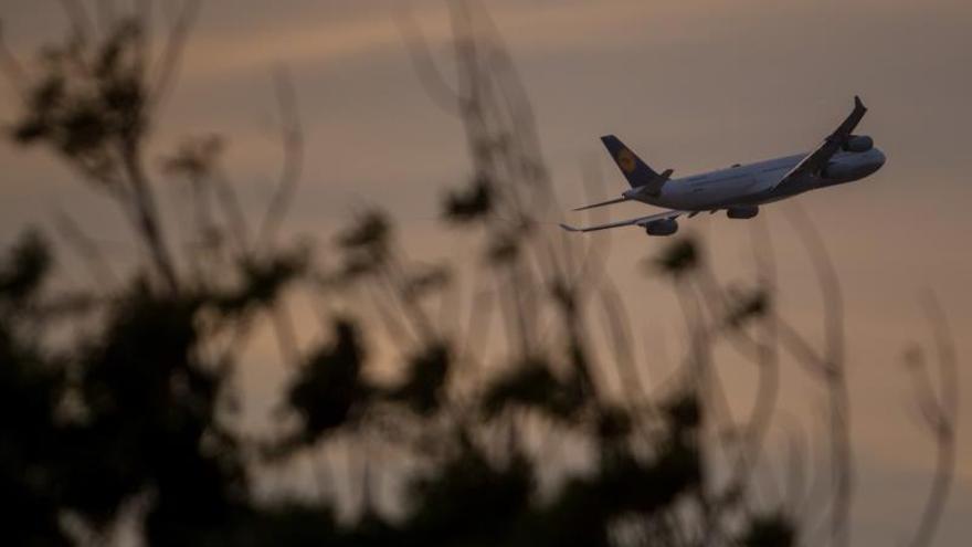 Canadiense Westjet inaugura una nueva ruta a Honduras con vuelo a isla de Roatán