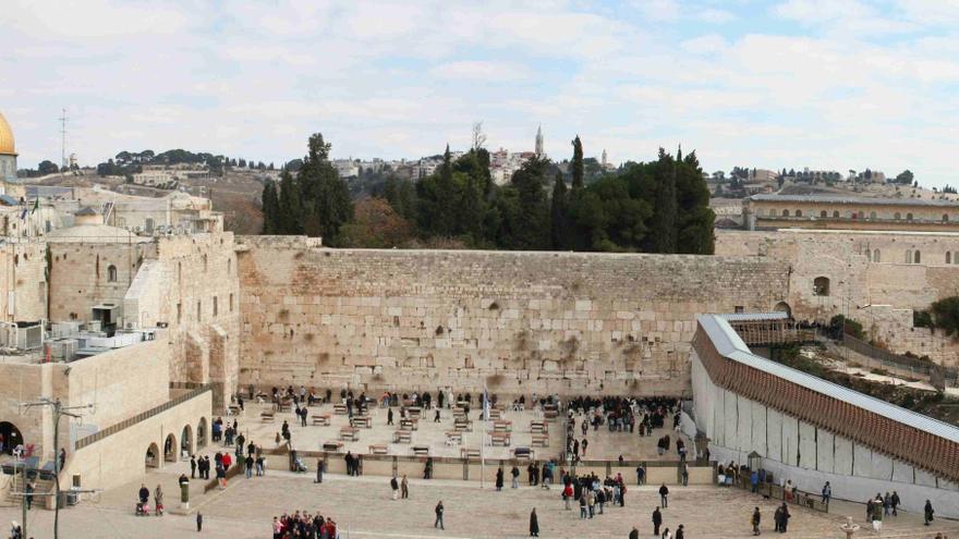 Panorámica de Jerusalén con el muro de las lamentaciones en primer plano, la mezquita de al-Aqsa a la derecha e iglesias cristianas al fondo / Sheepdog85 / Wikimedia Commons