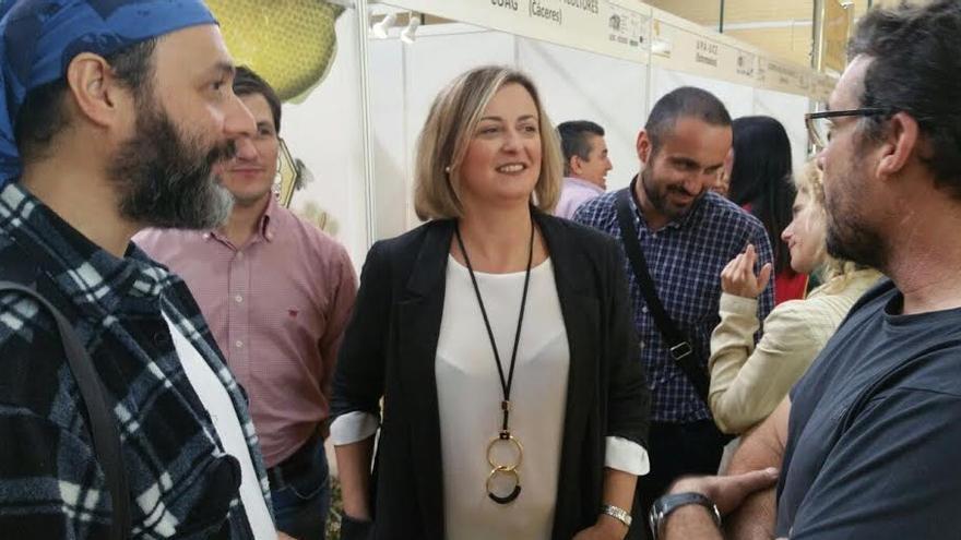 Blanca Martín, en la II Feria de la Apicultura y Turismo de Caminomorisco / Asamblea de Extremadura