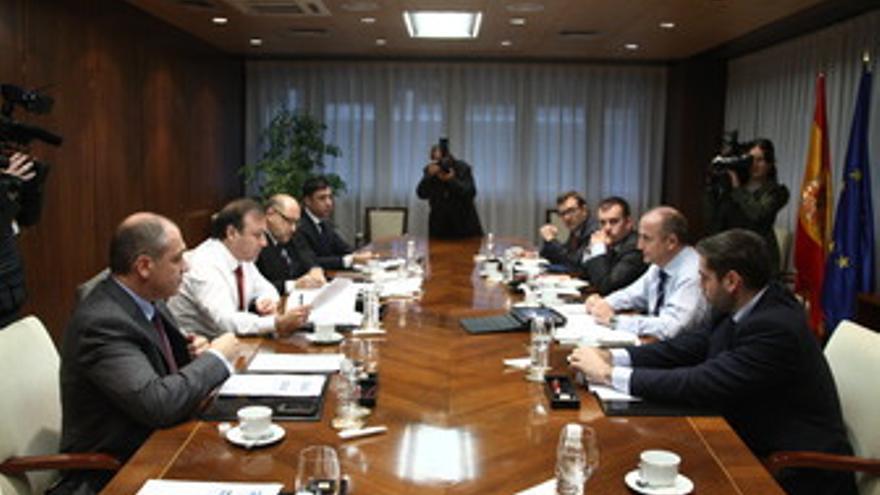 Reunión del ministro de Industria, Miguel Sebastián, con los responsables de Tur