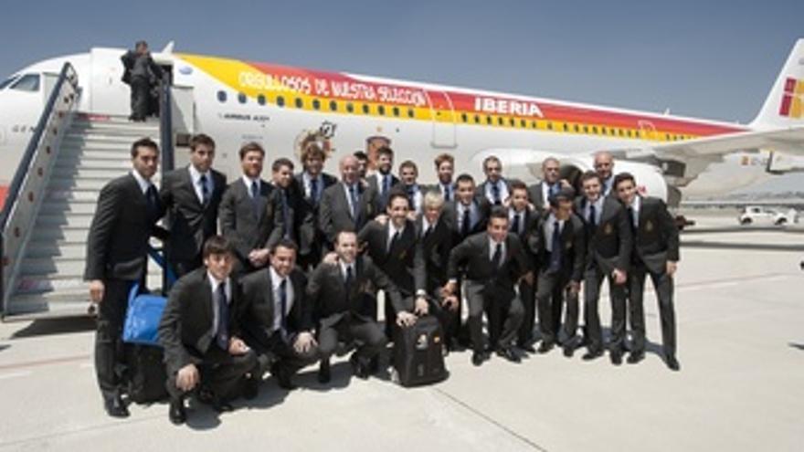 La Selección Española De Fútbol En La Salida Hacia Polonia