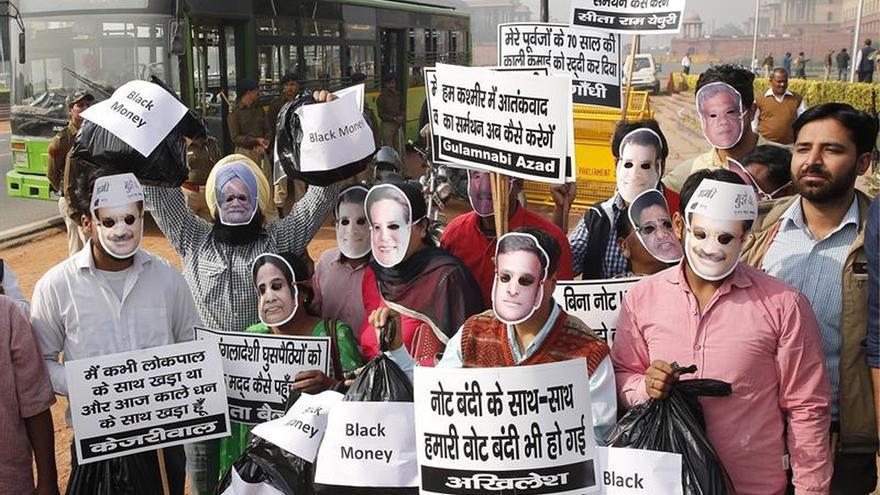 India vive jornada de protestas y huelgas contra las medidas monetarias de Modi