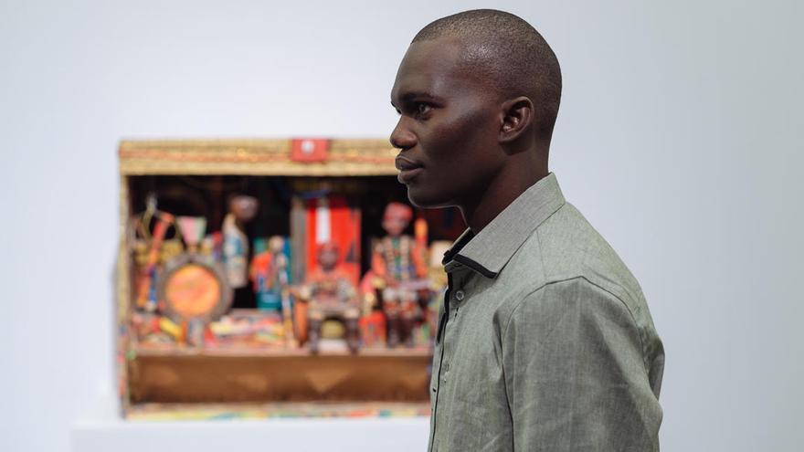 Donat Tendeng, licenciado en Filología Hispánica por la Universidad de Dakar y con un máster en planificación turística por la Universidad de La Laguna.