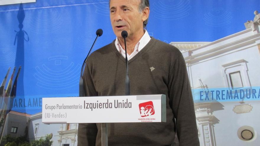 """IU de Extremadura exige a Monago que devuelva el dinero, pero no que dimita, aunque subraya que Meyer se fue """"por menos"""""""