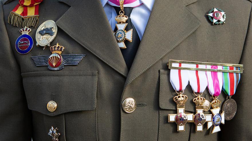Un oficial de las Fuerzas Armadas con sus condecoraciones, en una imagen de archivo.