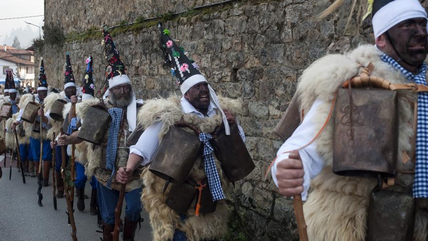 La Vijanera celebra en Silió el primer carnaval de Europa. | JOAQUÍN GÓMEZ SASTRE
