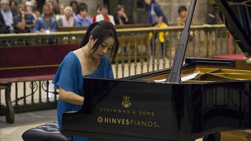 La pianista Mine Kawakami emociona a cientos de personas en la Catedral de Santiago