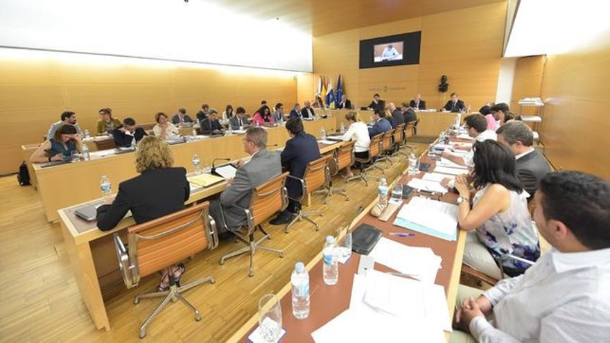 Imagen de archivo de un pleno del Cabildo de Tenerife en este mandato, 2015-2019