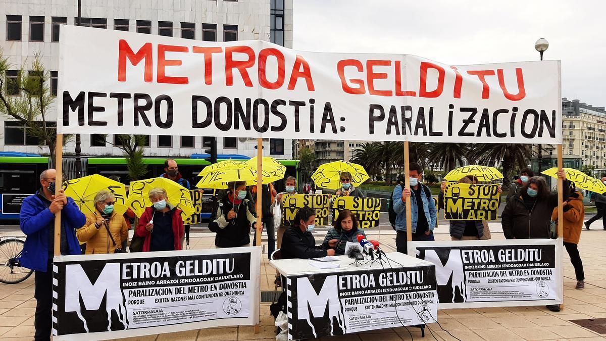 Concentración contra el Metro en Donostia