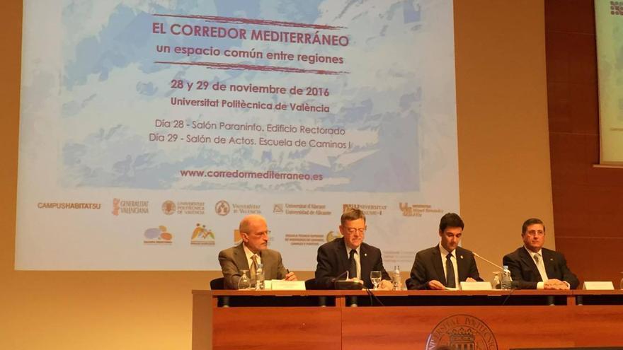 El presidente de la Generalitat, Ximo Puig (centro), en el congreso sobre el Corredor Mediterráneo