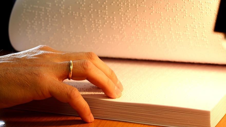 El Gobierno de Cantabria editará dos guías turísticas en braille