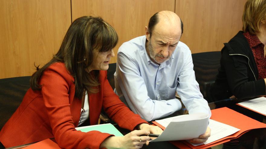 El PSOE dice que Rubalcaba publicará su declaración de IRPF cuando reciba el modelo de formulario que pidió a Hacienda