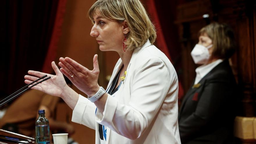 La consellera de Sanidad, Alba Vergès, interviene en el pleno monográfico sobre la COVID-19 en el que se hace balance de la gestión del gobierno de la Generalitat y en el que los grupos plantean sus propuestas.