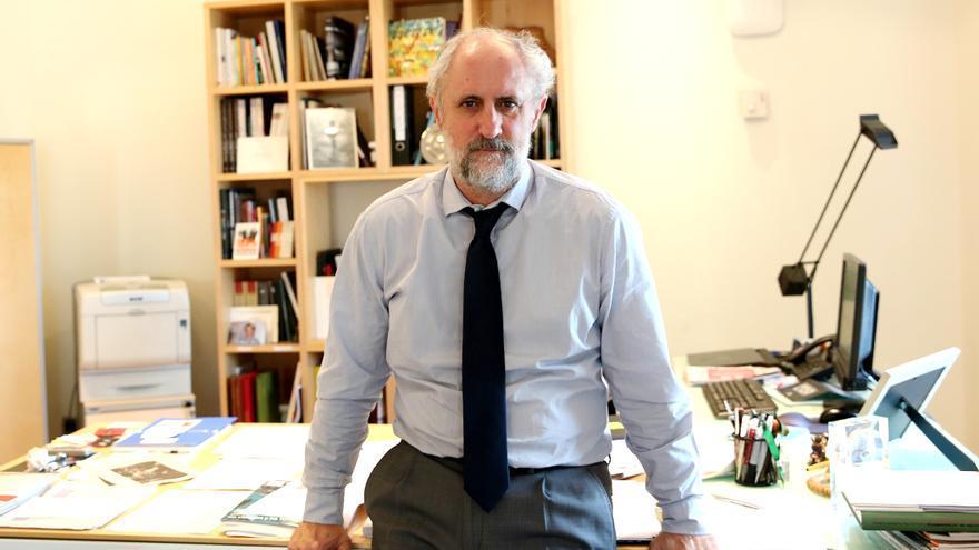 Luis Cueto en su despacho