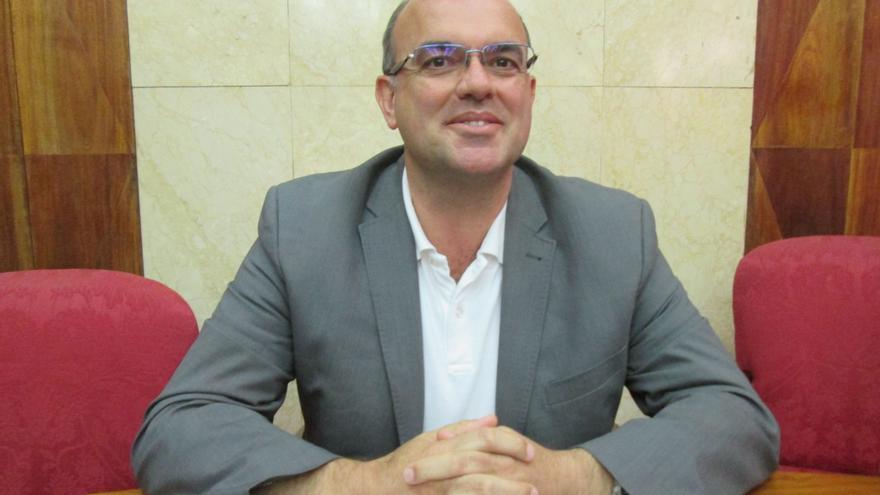 Anselmo Pestana, este viernes, después de la sesión extraordinaria que celebró el Cabildo.