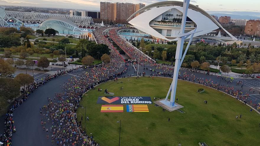 Salida del maratón desde la Ciutat de les Arts i les Ciències de València.