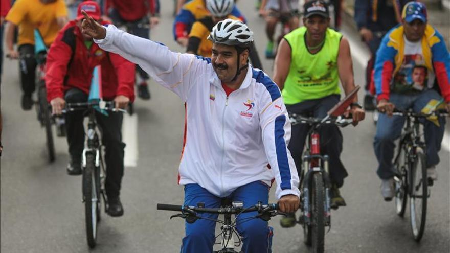Maduro acusa de racismo social a quienes se ríen de su caída de bicicleta