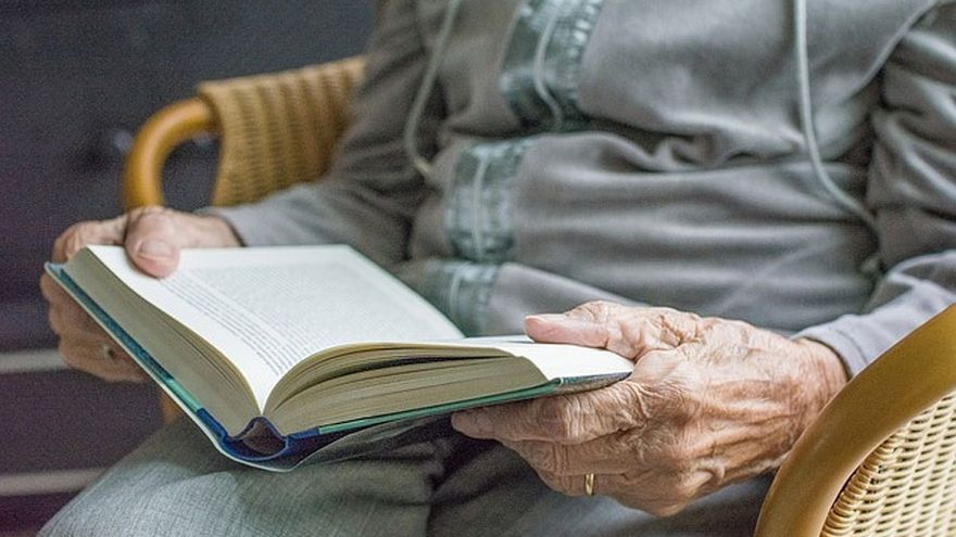 Torrelavega inicia un programa de atención telefónica dirigido a mayores de 65 años