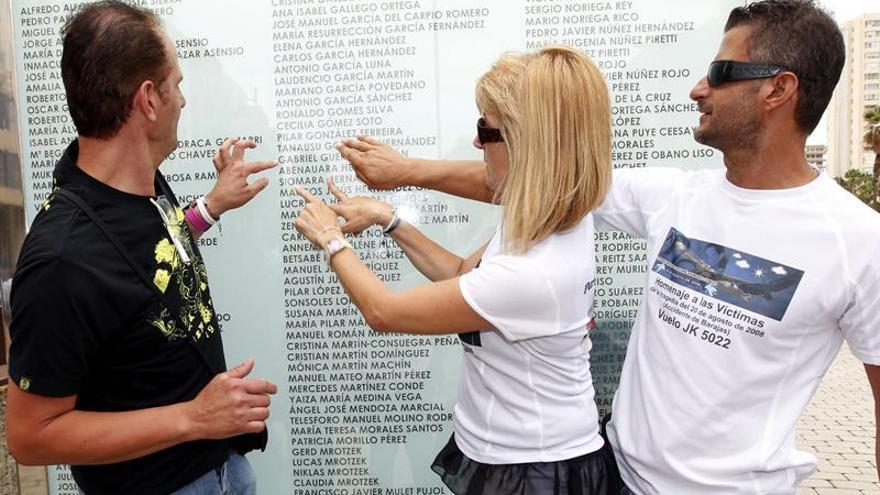 Actos de homenaje a las víctimas del accidente del JK5022 en el sexto aniversario. Efe.